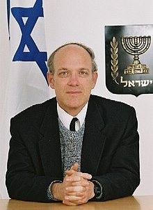 כבוד השופט ניל הנדל, מתוך ויקיפדיה